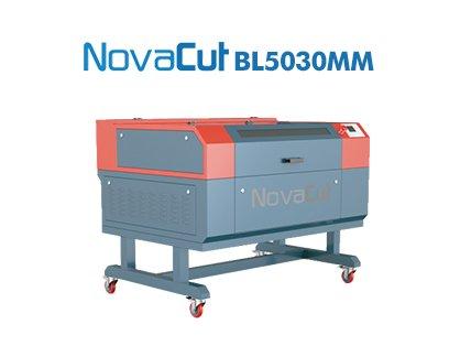 0933cef20 Máquina Gravação e Corte a Laser - Máquina de Corte e Gravação a Laser  BL05030MM